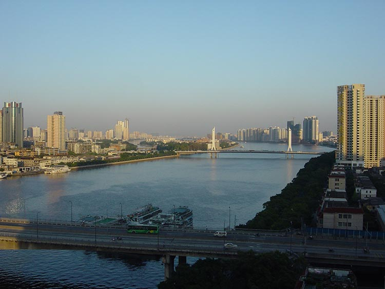 The Pearl River in Guangzhou, RP China, with city in background.