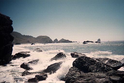 Rocky shoreline along the coast of Oregon, United States. Many boulders in the water