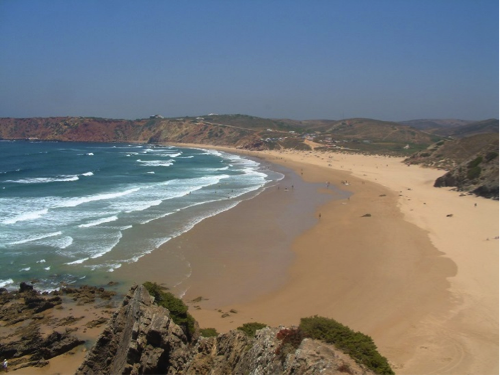 Nearshore and beach system in Portugal during low tide, described in caption.