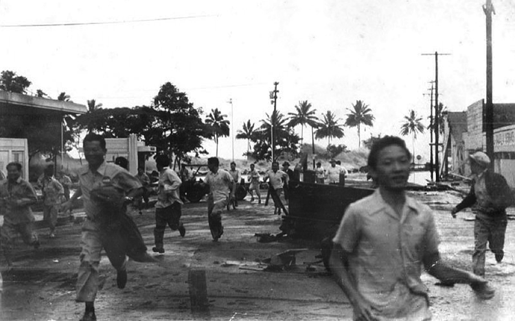 People running from the 1946 Tsunami in Hilo, Hawai