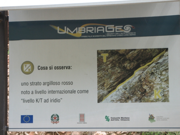 Italian sign explaining the K/T boundary site in Gubbio