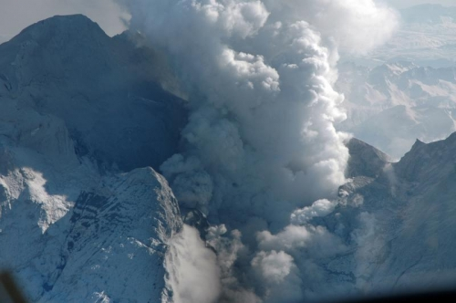 photo from an airplane of the Redoubt 2009 eruption