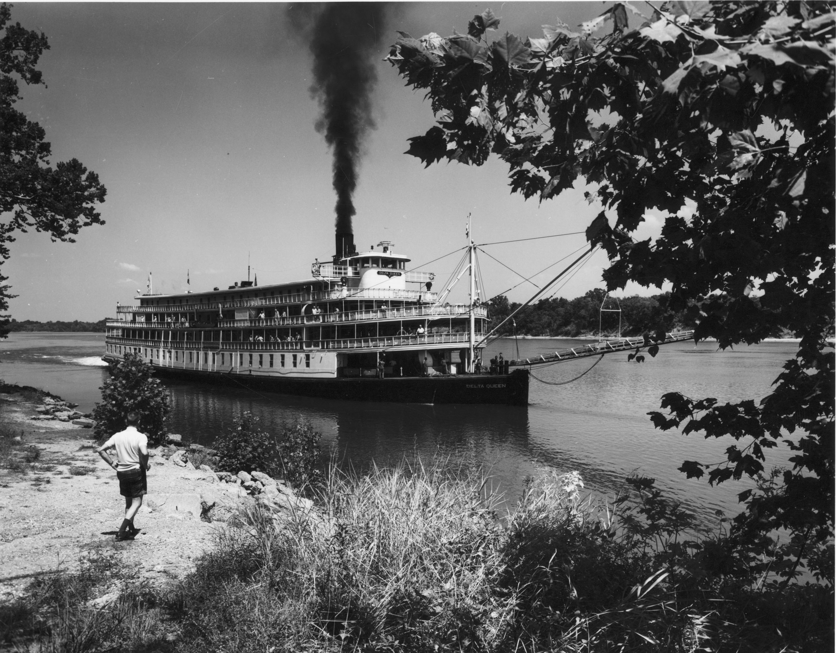 Delta Queen, Tennessee River, 1945
