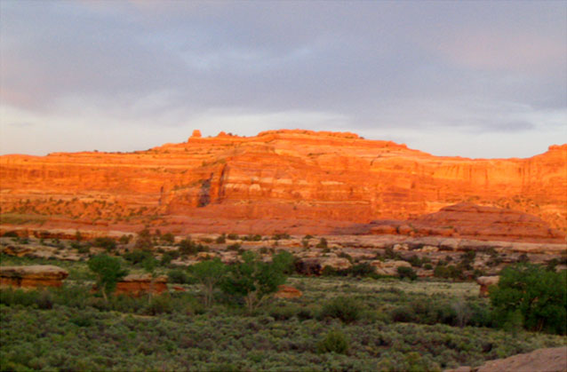 Sunrise over the red rocks of Canyonland in the Needles area