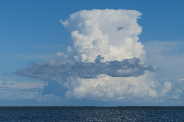 A cumulus cloud over the ocean.